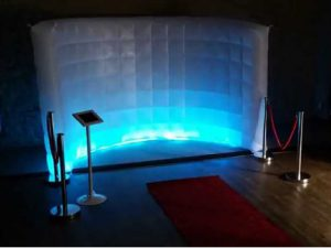 INFLATABLE WALL WITH LED LIGHTING